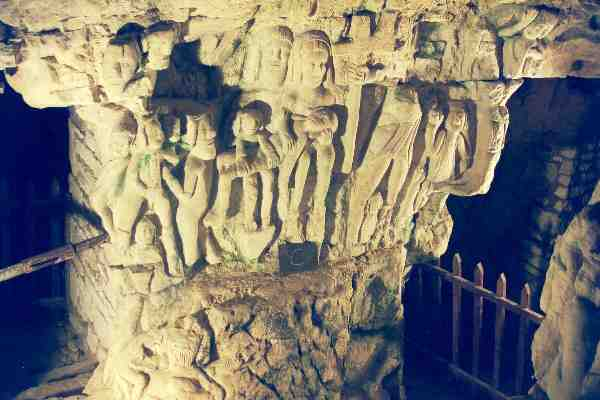 caverne scultée
